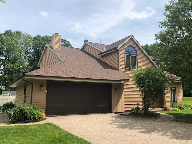 Wisconsin Roofing LLC | Cedarburg | Residential | Landmark Burnt Sienna | Custom house with new roof front