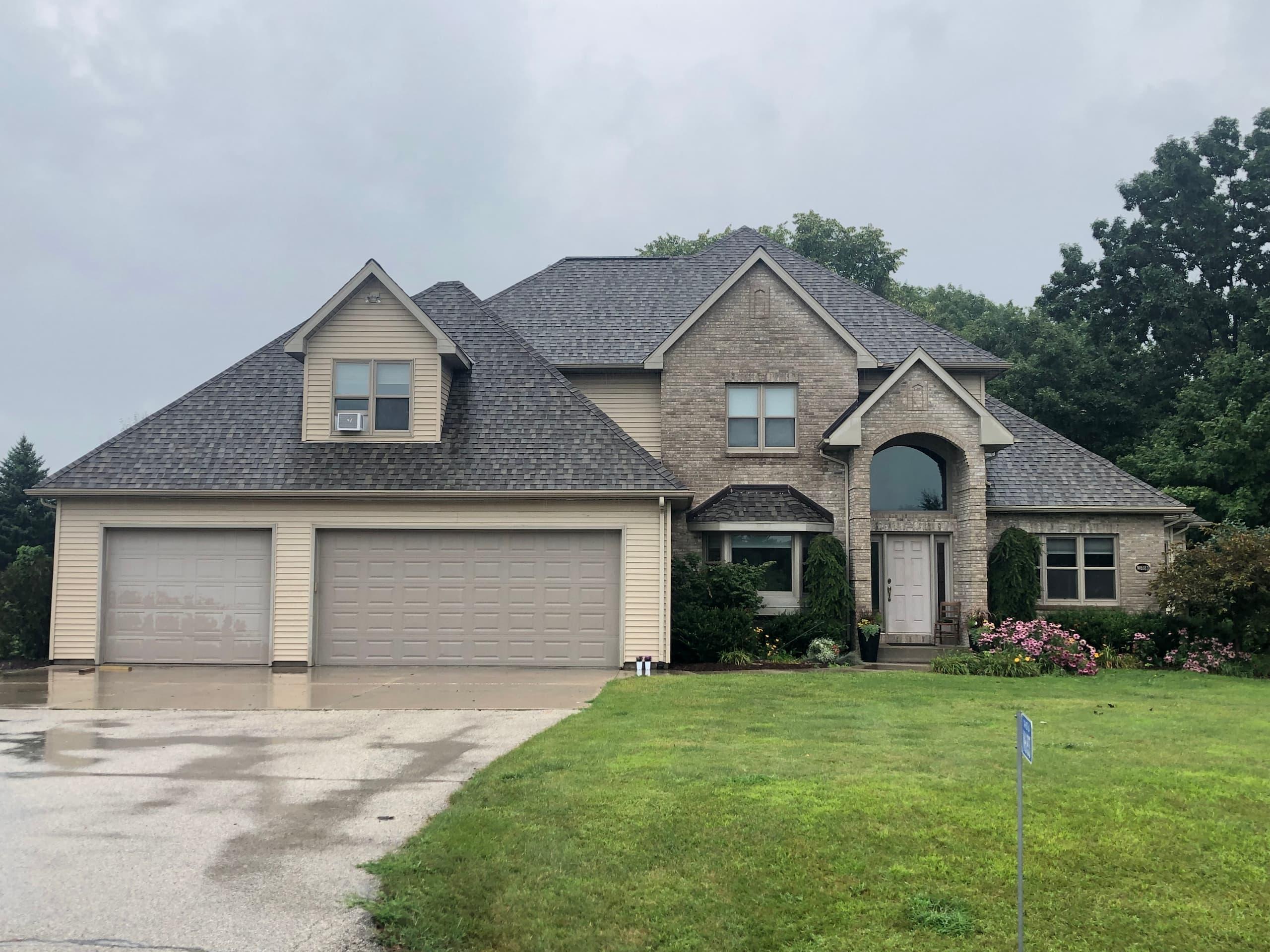 Wisconsin Roofing | Sheboygan County | Landmark PRO | Weatherwood | Frontyard